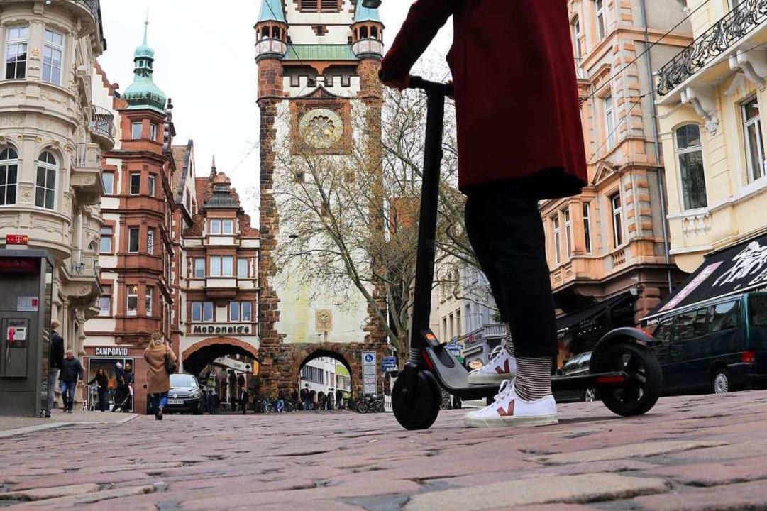Wird wohl schon sehr bald zum Freiburg...nbild gehören: der Elektro-Tretroller.  | Foto: Felix Klingel