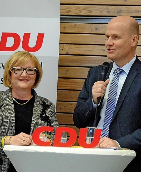 Ralph Brinkhaus mit der Landtagsabgeordneten Sabine Hartmann-Müller   | Foto: Juliane Schlichter