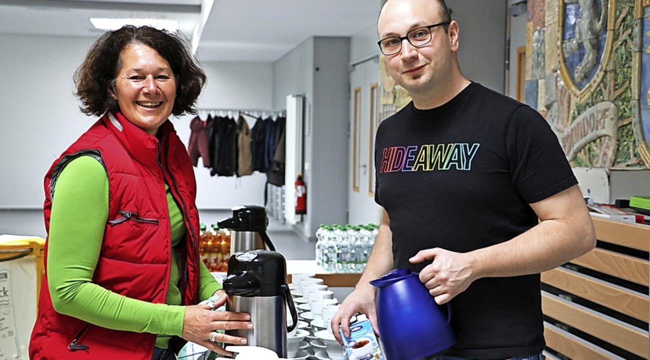 Felix Schüle und Anja Strittmatter org...für das leibliche Wohl der Teilnehmer.  | Foto: Martha Weishaar