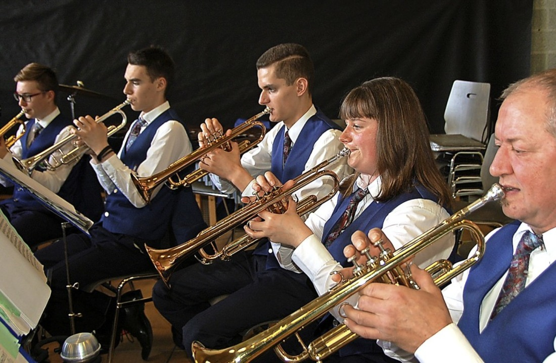Die Stadtmusik machte die wichtige, üb...#8220;  zu einem musikalischen Genuss.  | Foto: Jutta Binner-Schwarz