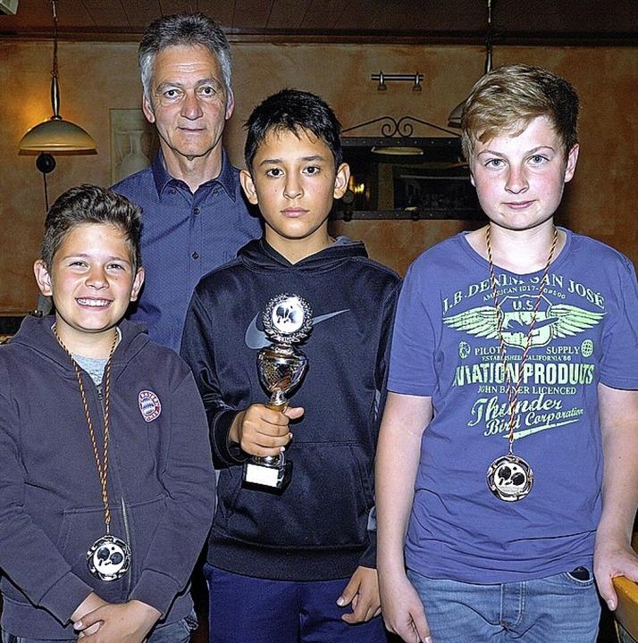 Ehren konnte TTC-Vorsitzender Felix Br...raun, Andre Adamy und Nick Schneider.   | Foto: Jürgen Schweizer