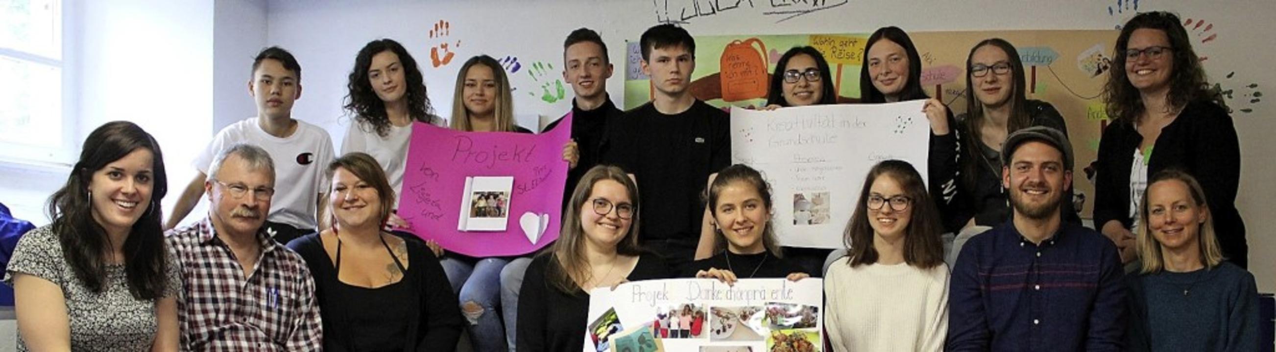 Teilnehmerinnen und Teilnehmer der Projektgruppen im Freiwilligendienst   | Foto: Caritas