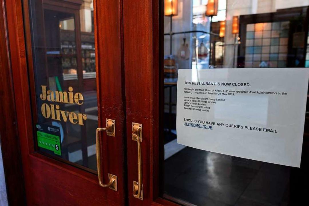 Ein Schild an der Tür eines seiner Res...nchester weist auf die Schließung hin.  | Foto: PAUL ELLIS (AFP)