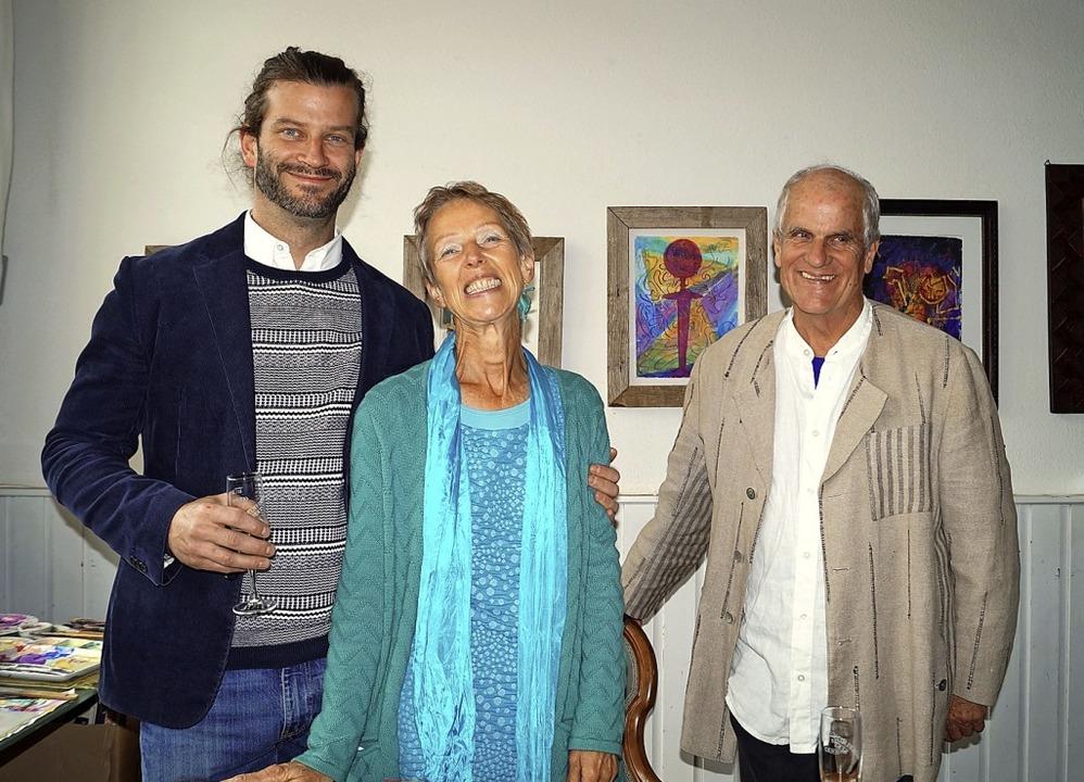 Haben Grund zu feiern: Chrysanthus (vo...lerie und eine Kunstschule betreiben.   | Foto: Silke Hartenstein