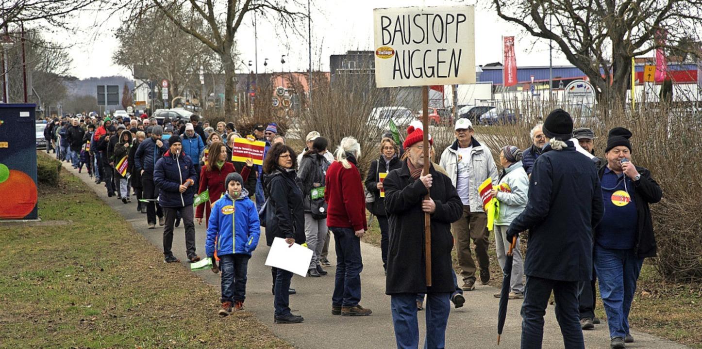 Die Gegner der Bahnpläne, im Bild eine...d Politik keine Beachtung mehr fänden.  | Foto: Volker Münch