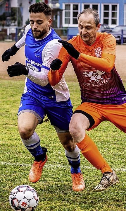 Zweiter Saisonsieg: Spvgg.-Verteidiger...en SV Istein II (mit Branislav Kostic)    Foto: Sebastian Sternemann