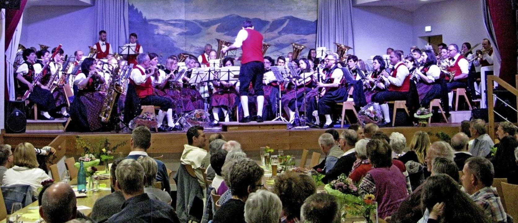 Musikverein Bernau bei seinem Frühlingskonzert im Kurhaus.    Foto: Ulrike Speigelhalter