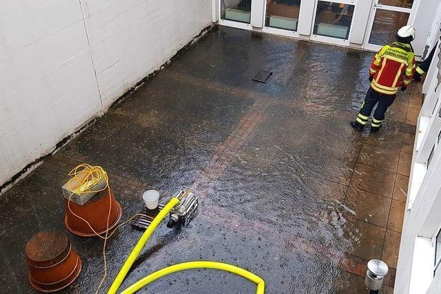 In Gundelfingen stehen Garagen, Keller und Hallen unter Wasser