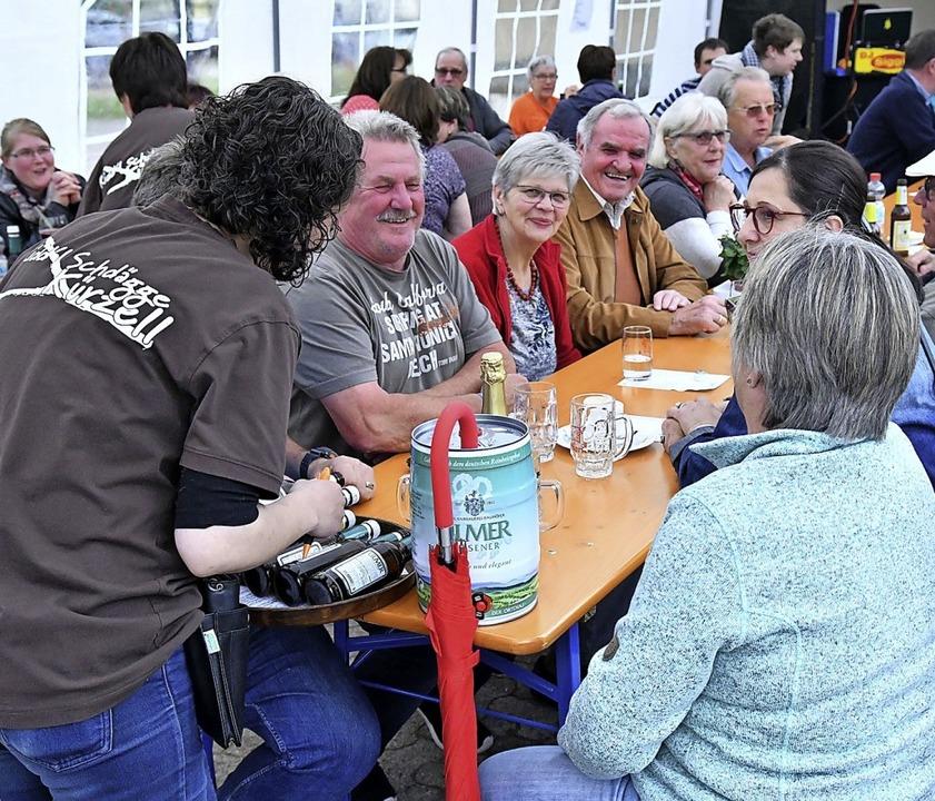 Viele Gäste besuchten die Afterwork-Pa...e Familie aus Ichenheim zugute kommt.   | Foto: Wolfgang Künstle