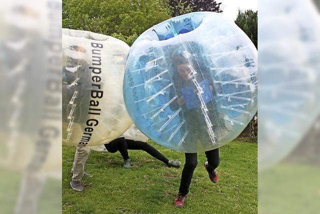 Kicken in der Plastikblase