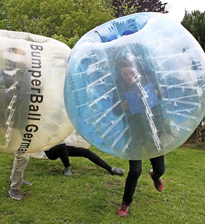 In der Bubble ist es gar nicht so leic... noch Fußball gespielt werden …   | Foto: Ralph Lacher