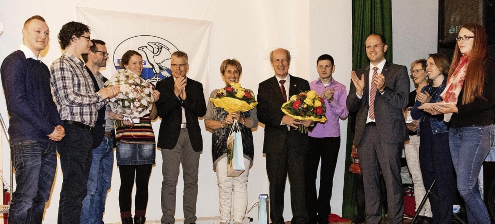 Oberbürgermeister Roman Götzmann zeich...erdem Ehrenmitglied der DLRG Kollnau.   | Foto: Gabriele Zahn