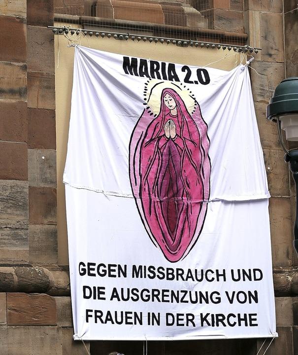 Eine Woche lang hing das umstrittene P...n der Unikirche an der Bertoldstraße.   | Foto: Fachschaft Theologie