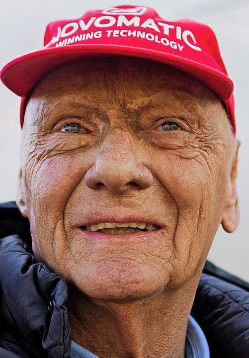 Die Kappe als Markenzeichen – da...ner Kopfhaut, die vom Unfall stammten.  | Foto: Rolf Vennenbernd