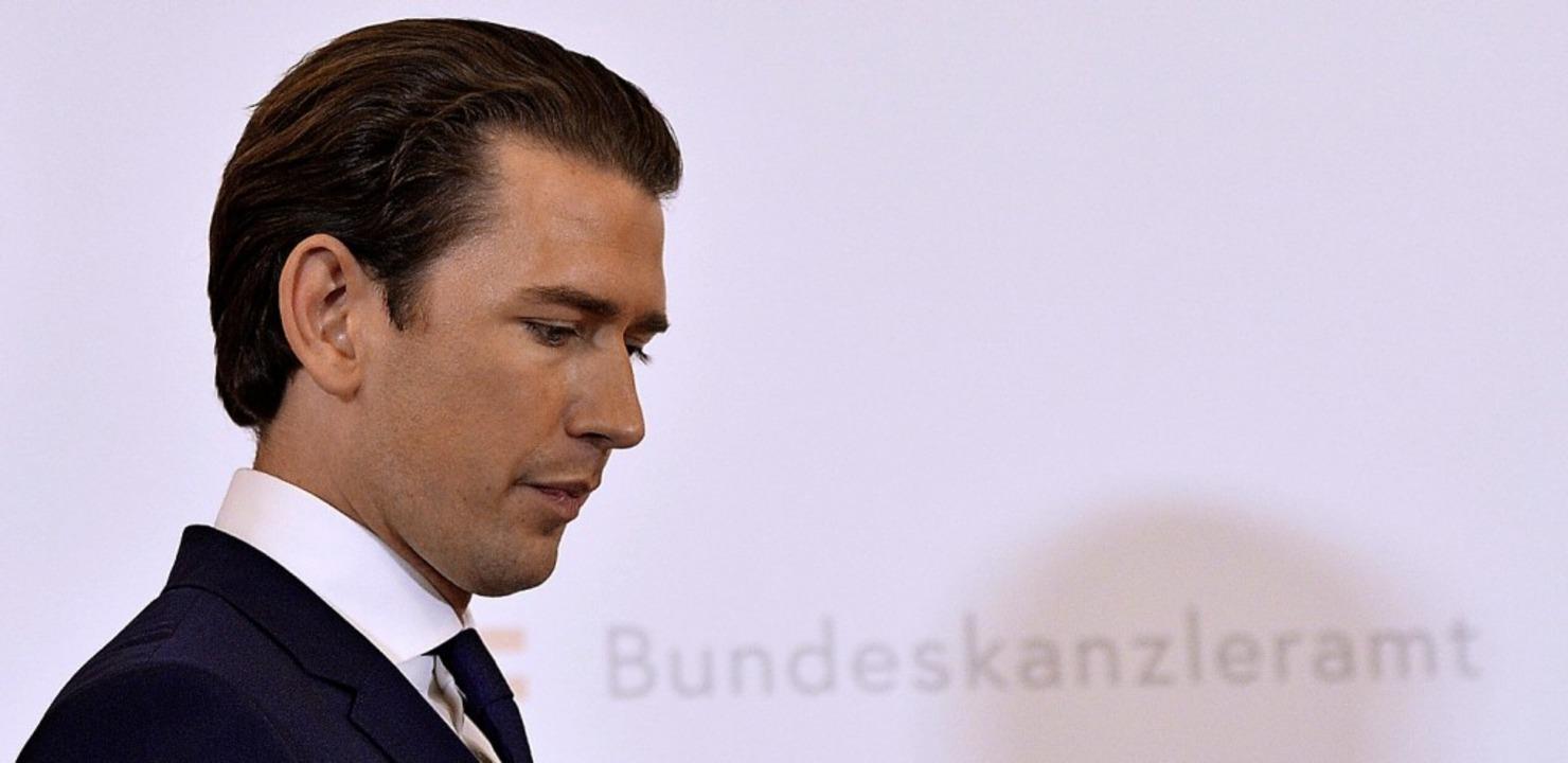 Sebastian Kurz steckt in der Bredouille.  | Foto: Herbert Neubauer (dpa)