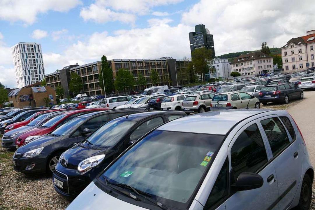 Der provisorische Parkplatz an der Ber...d voraussichtlich im Herbst wegfallen.  | Foto: Peter Gerigk