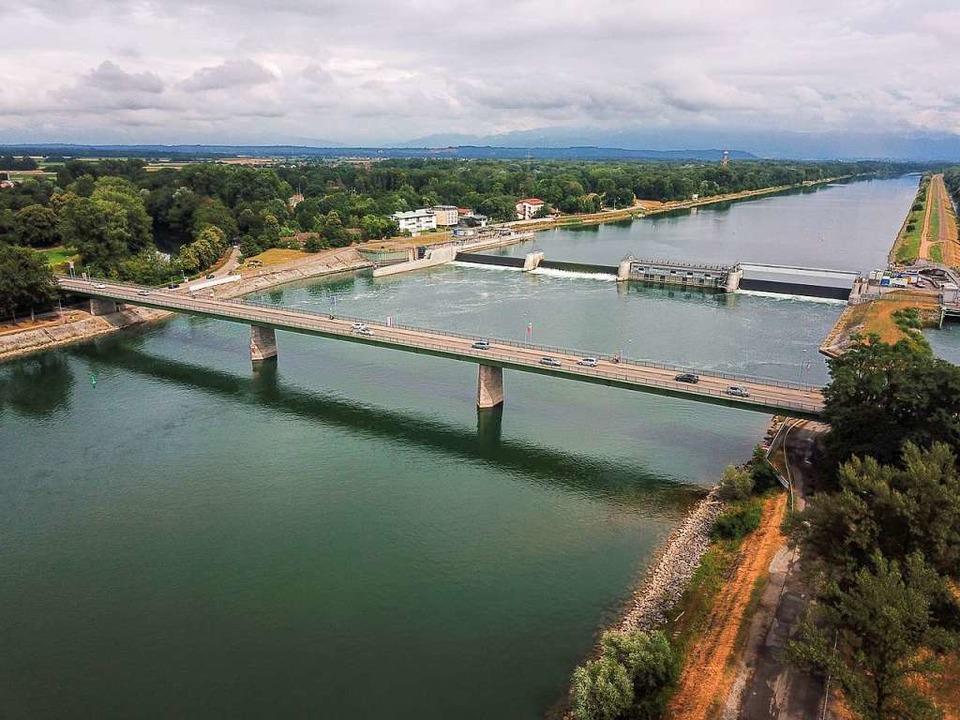 Bei Breisach könnte eines Tages eine B...Rhein führen. Wenn sie jemand bezahlt.    Foto: Patrick Kerber