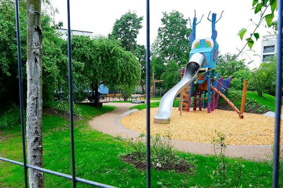 Der neu hergerichtete Spielplatz ist n...igegeben, dafür der Bolzplatz daneben.  | Foto: Ingo Schneider