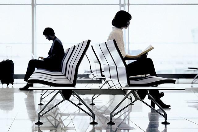 Vitra soll die Wartebereiche des BER mit Sitzmöbeln ausstatten