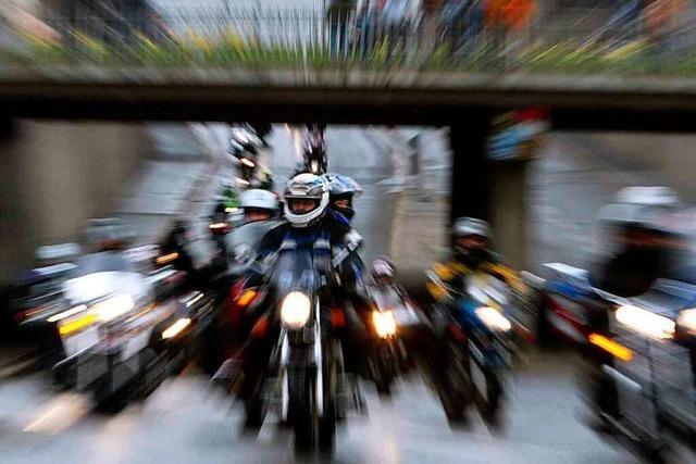 Warum sind Motorräder oft lauter als Autos?