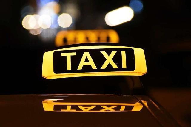 Eltern vergessen neugeborenes Baby in einem Taxi