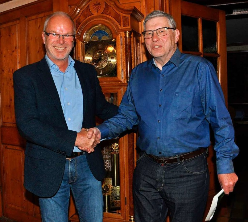 Der neue Vorsitzende Vorsitzenden Bern...nen langjährigen Vorgänger Klaus Kurz.  | Foto: Dieter Fleig
