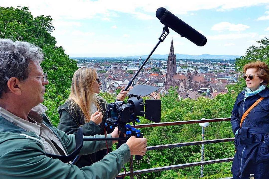 Auf dem Schlossberg: Joe Killi und Pet...im Dreh ihres Films zum Stadtjubiläum.  | Foto: Michael Bamberger