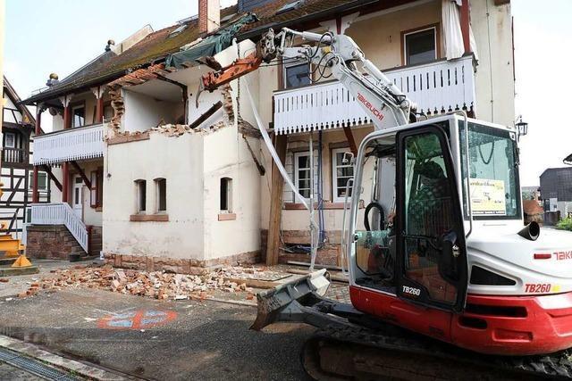 Der Abriss des Rathauses hat begonnen