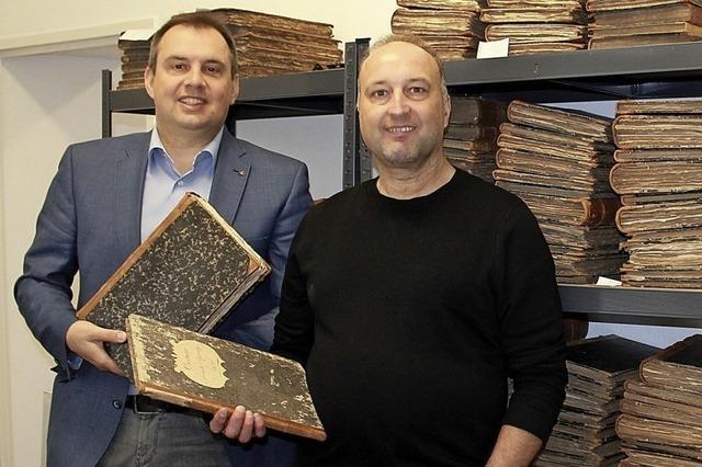 Alte Bücher werden gesichtet und digitalisiert