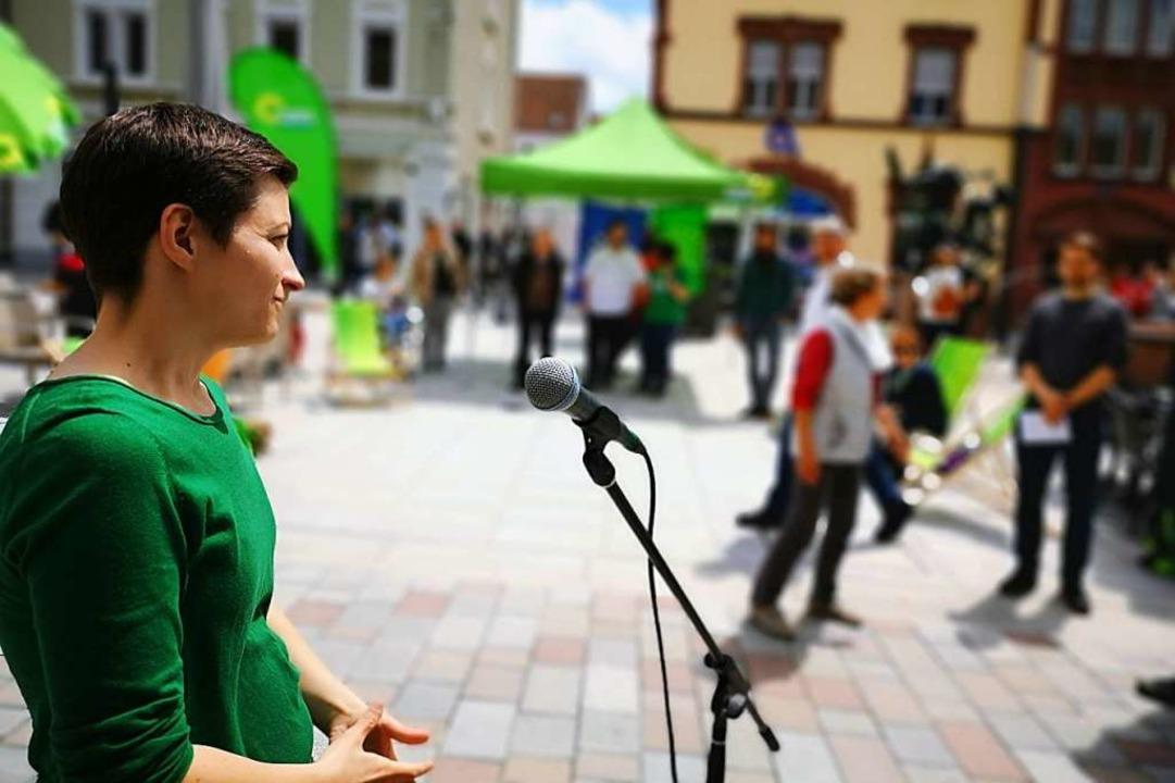 Auch zum Zuhören war die Spitzenkandid...Grünen-Partei nach Offenburg gekommen.  | Foto: Ralf Burgmaier