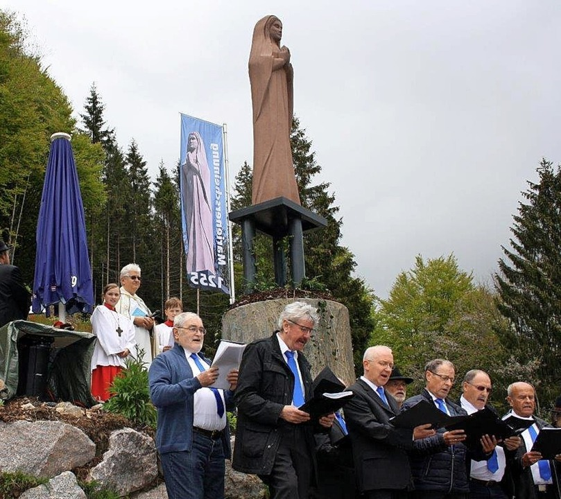 Der Jubiläums-Männerchor umrahmte in T...nweges.<BZ-Foto>Andreas Böhm</BZ-Foto>