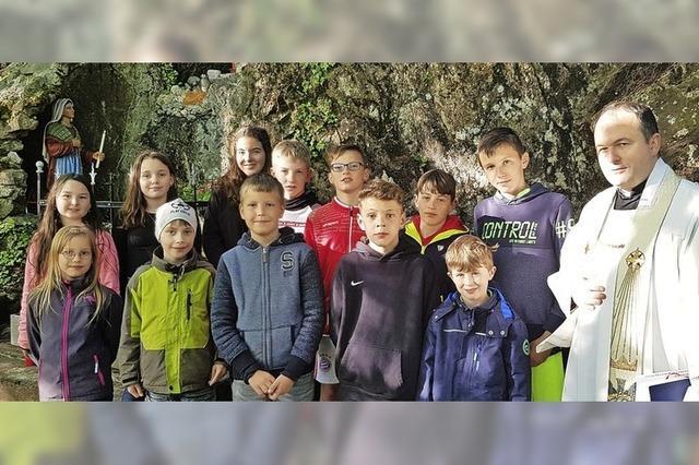 Maiandacht in der Lourdesgrotte