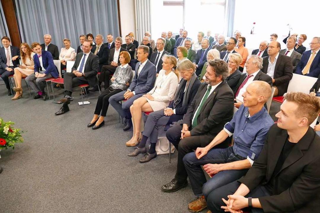 Gäste und Freunde von Klaus-Günther Wiesler im kleinen Saal des Kurhauses  | Foto: Peter Stellmach