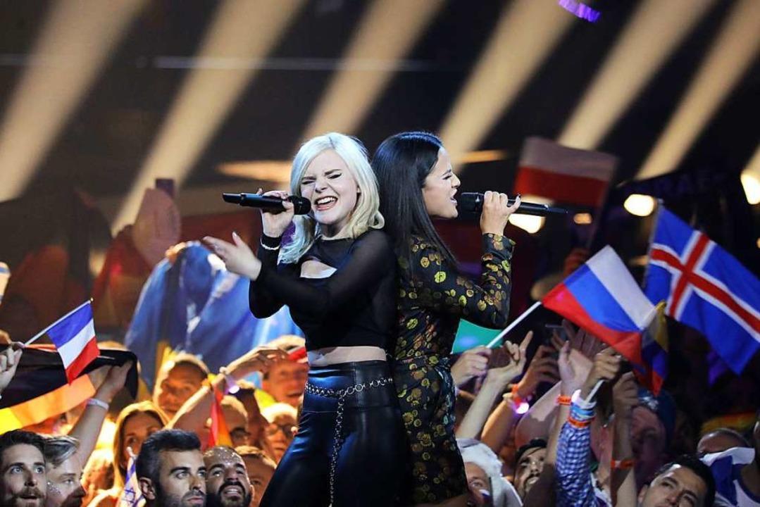 Das Duo S!sters belegt den vorletzten Platz der Finalisten.  | Foto: Ilia Yefimovich (dpa)