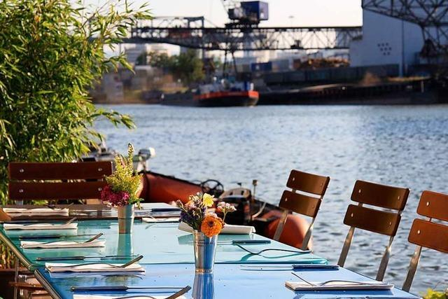 Wo man in Basel bei Hafenatmosphäre ausgehen und speisen kann