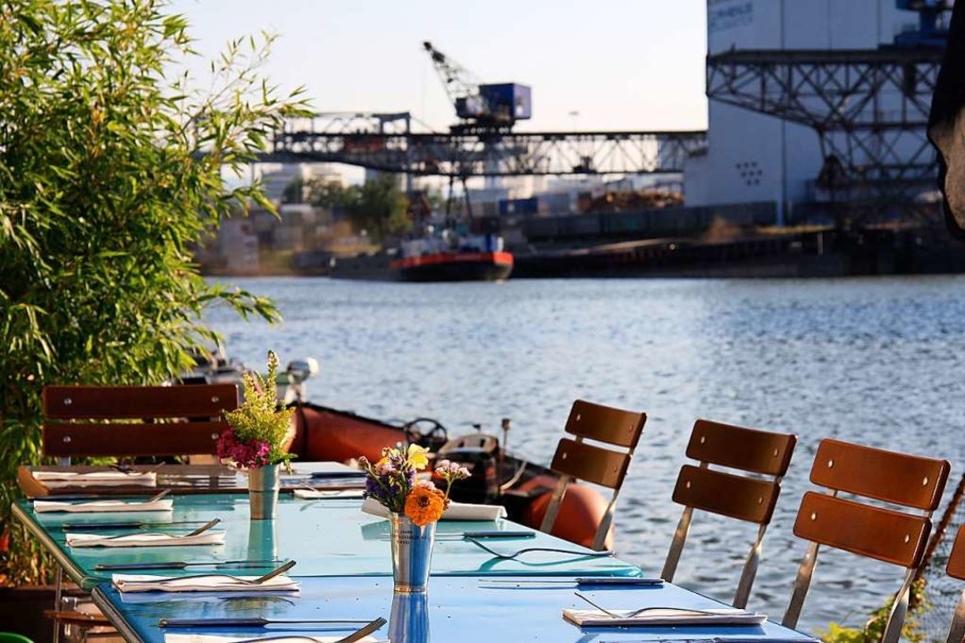 Tische direkt am Kai   | Foto: Julian Binkert
