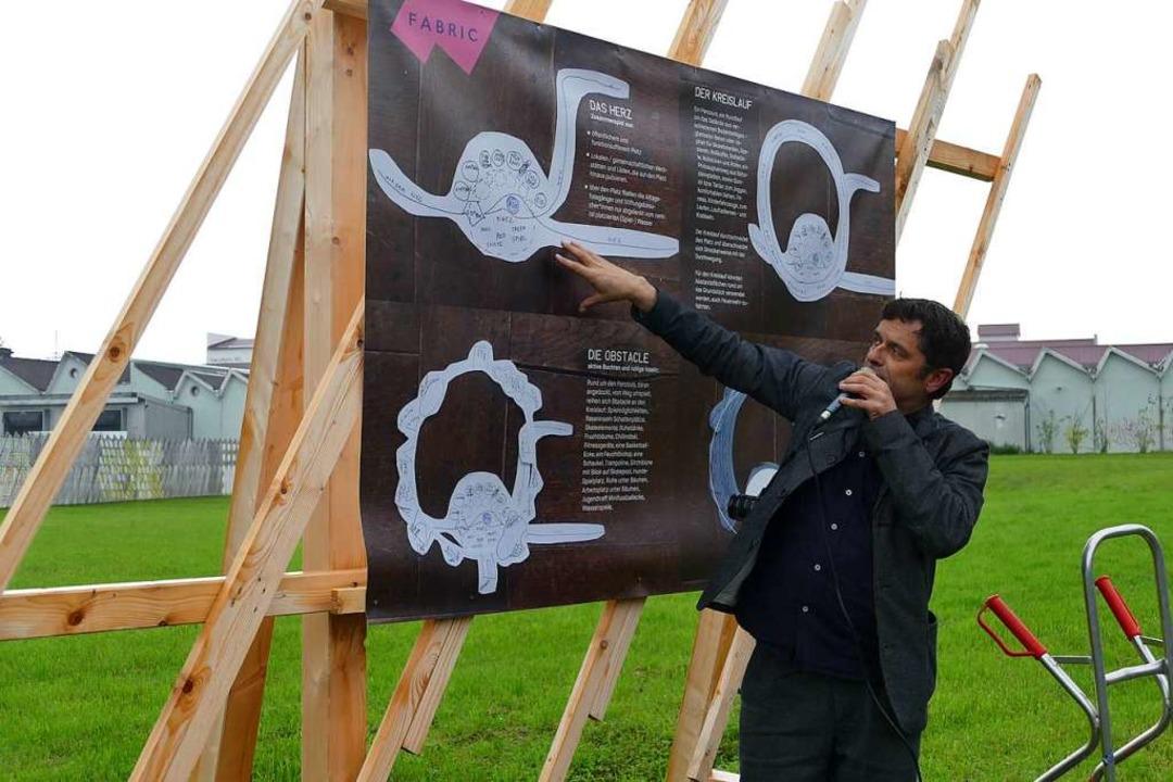 Christoph Schäfer erläutert die Pläne.  | Foto: Sabine Ehrentreich