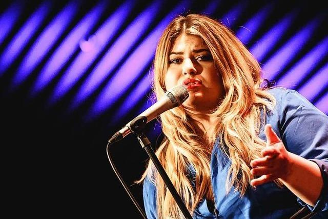 Sängerin Alina spielte akustischen Deutsch-Pop im Freiburger Jazzhaus