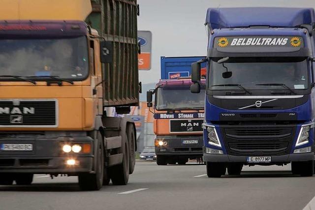 Nordausfahrt des Flugplatzes für Lastwagen gesperrt