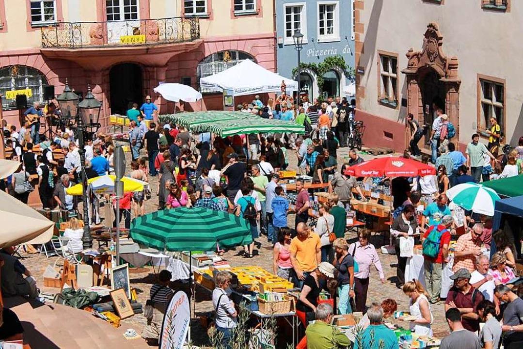 Seit 14 Jahren haben Händler und Besucher Spaß auf dem Endinger Büchermarkt  | Foto: Melanie Brandt