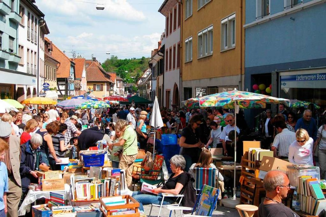 Seit 14 Jahren haben Händler und Besucher Spaß auf dem Endinger Büchermarkt  | Foto: Monika Hauser