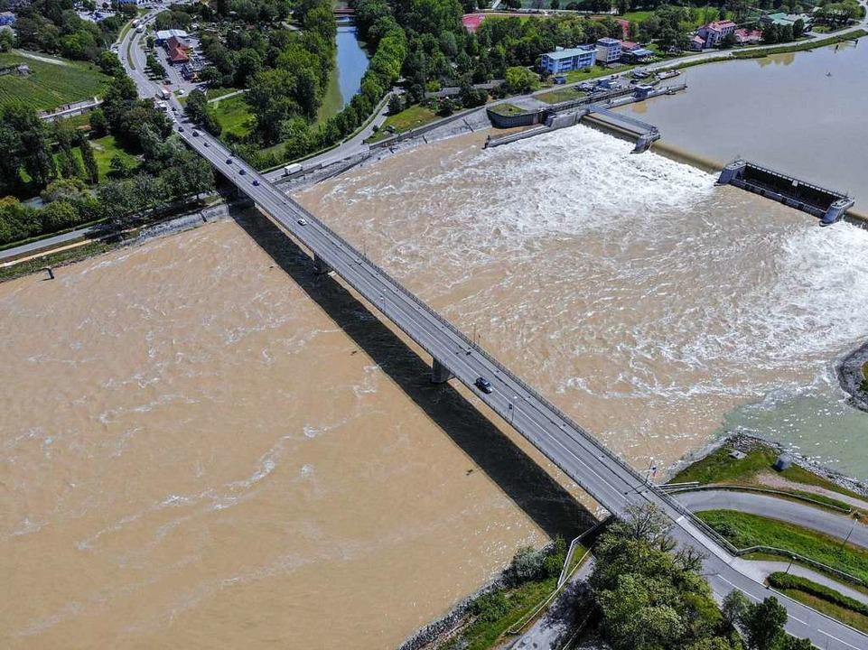 Hier bei Breisach könnte die Bahn einst den Rhein queren.  | Foto: Patrick Kerber