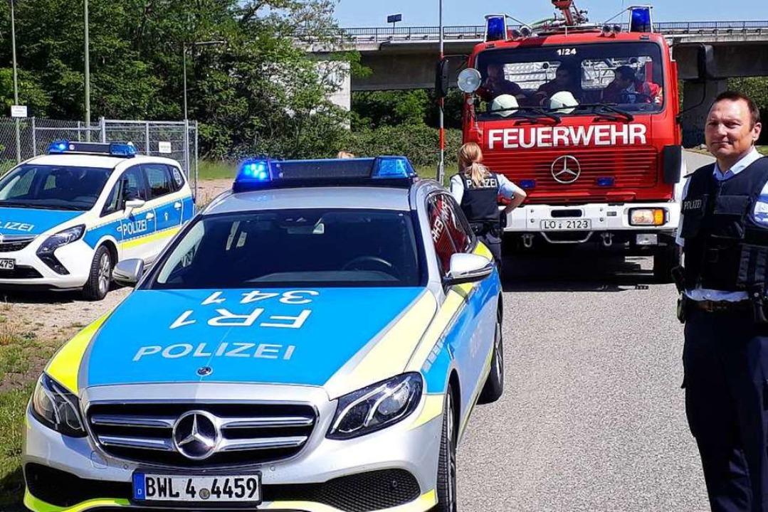 Die Rettungskräfte in Weil am Rhein si...gen eines Gefahrgutunfalls im Einsatz.  | Foto: Hannes Lauber
