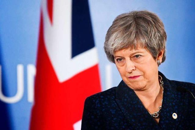 Rückzieher bei Brexit-Plan facht Spekulationen über May-Rücktritt an