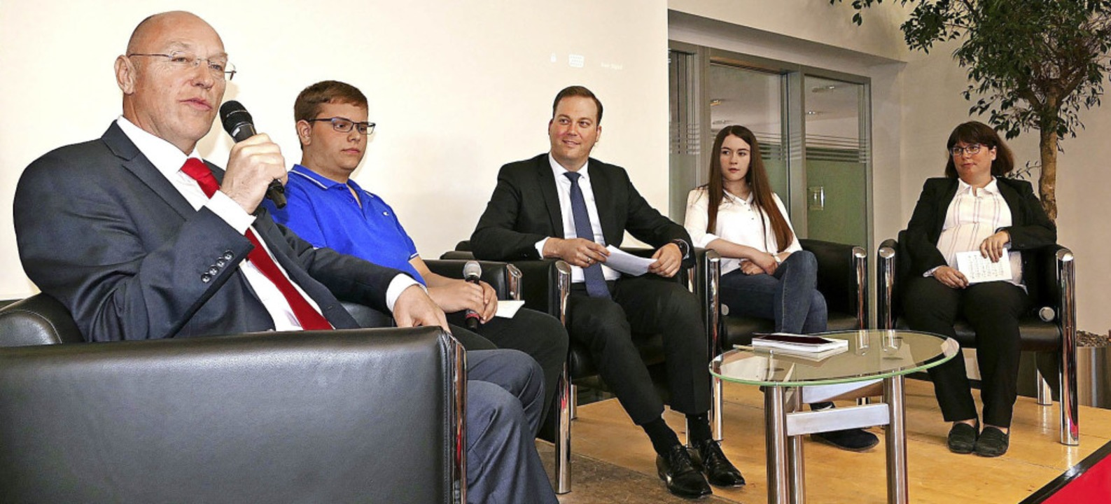 Diskutierten über die Verankerung und ...icola Baldischwiler und Carola Meents.  | Foto: Stefan Limberger-Andris