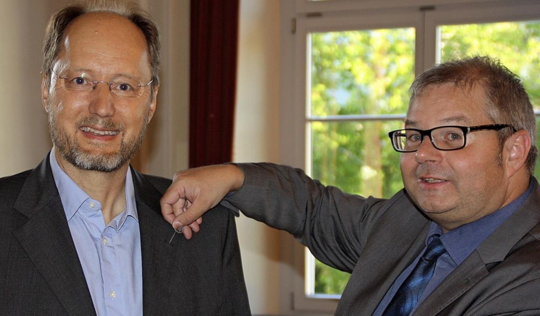 Raimund Huber (links) ist von Bürgerme...den-Württemberg ausgezeichnet worden.   | Foto: Gerd Leutenecker