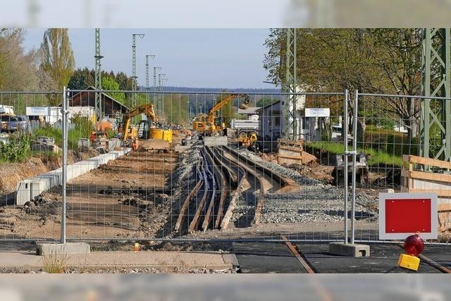 Schienenwirrwarr beim Bahnübergang