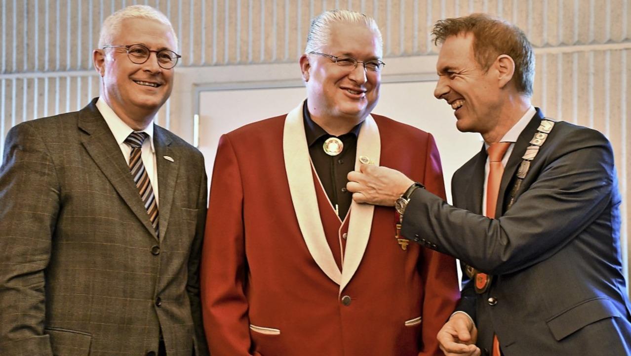 Jörg Roßkopf  zwischen den Oberbürgermeistern Wolfgang Dietz und Jörg Lutz   | Foto: Barbara Ruda