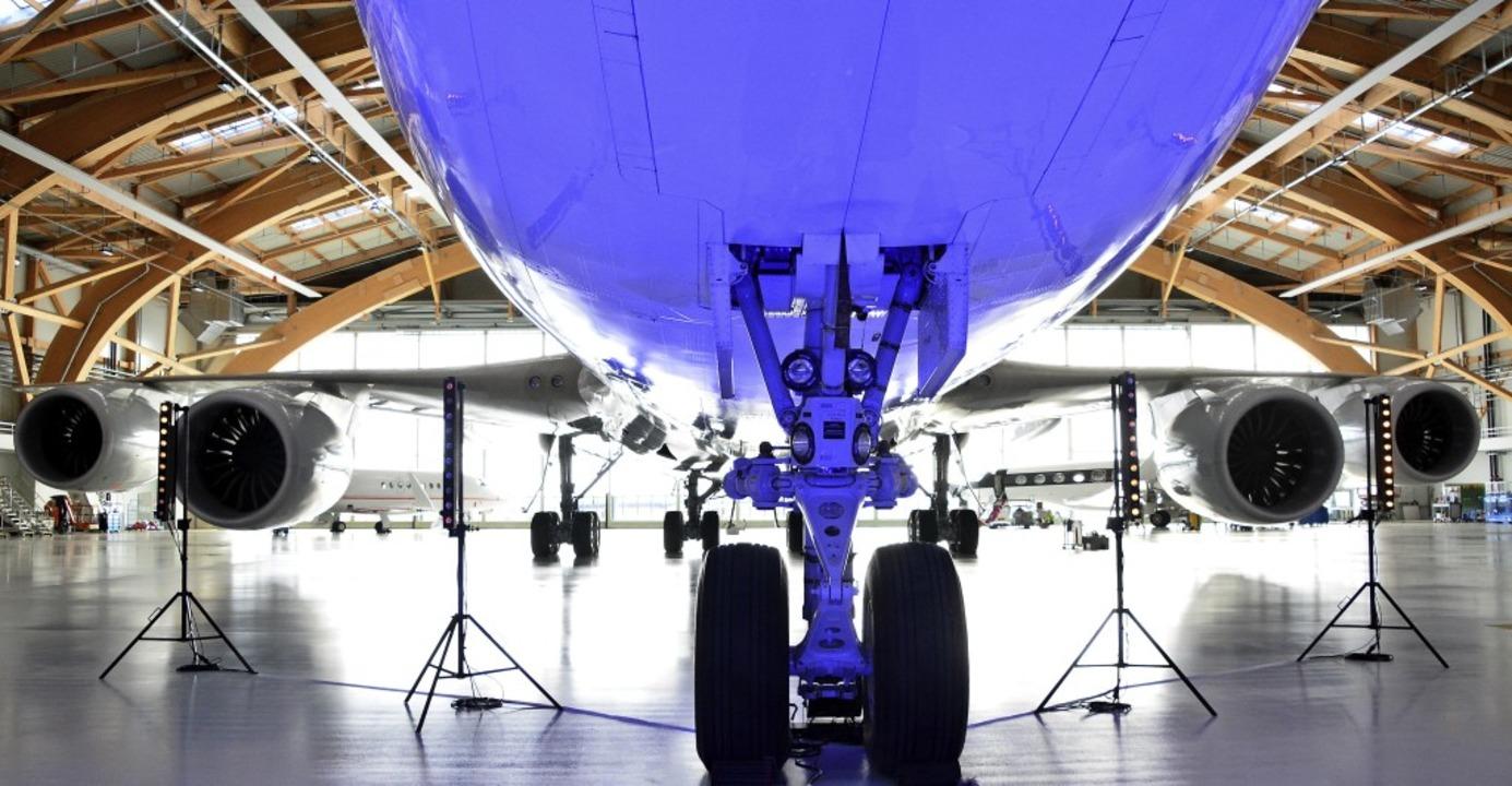 Für die einen ist der Euroairport ein ...ßraum-Hangar der Basler Jet Aviation.   | Foto: Annette Mahro