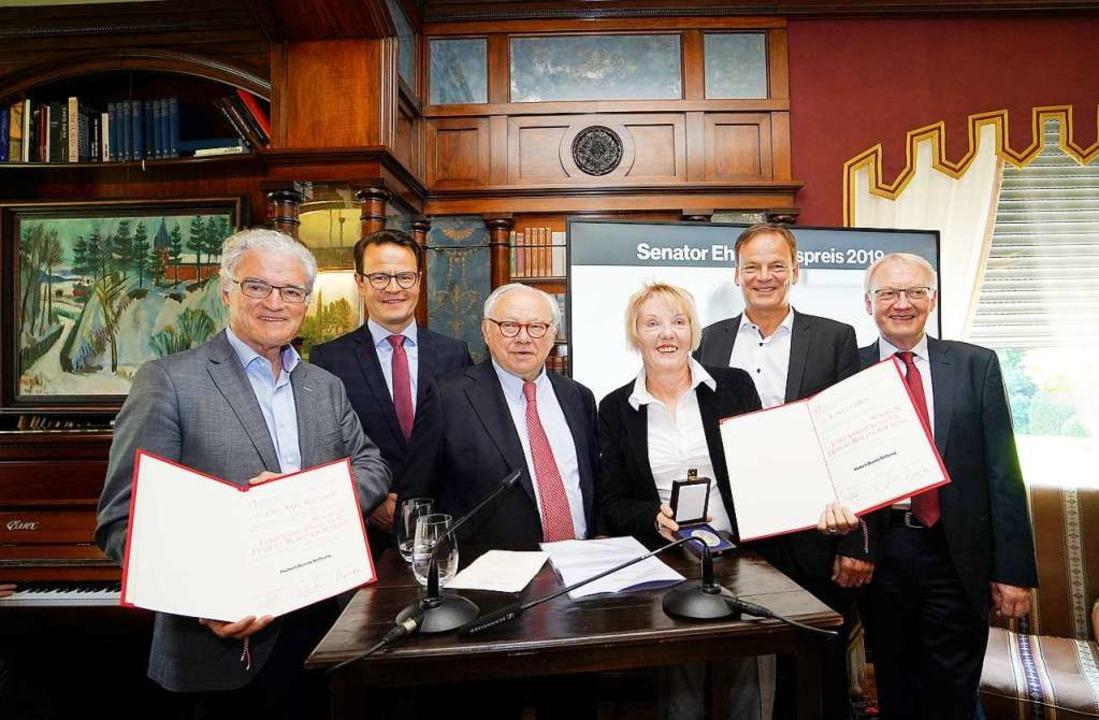 Senator-Ehrenamtspreis (von links): So..., Vertreter der Hubert Burda Stiftung.    Foto: iris rothe